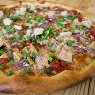 Pizza with Tuna and Peas Recipe