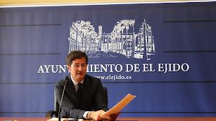 Francisco Góngora durante una comparecencia de prensa en el consistorio.