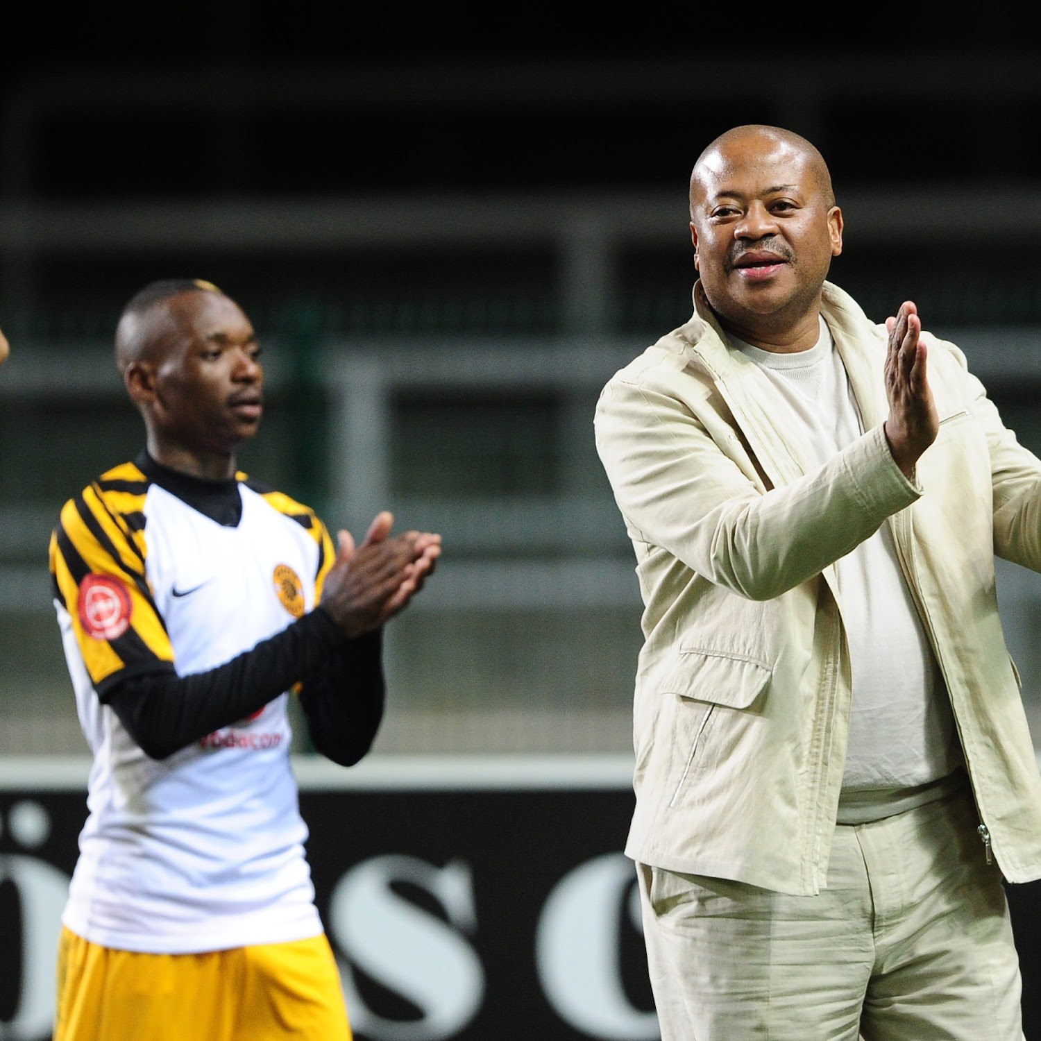 Kaizer chiefs players singing igwijo. Bobby Motaung Sings Kaizer Chiefs Supporters Praises