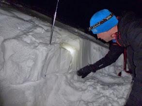 Photo: Analyzing the bond between snow layers