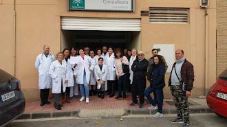 Concentración ante el centro de salud de Los Molinos.