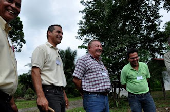 Photo: Antonio Gomez, Didier Moreira, Roberto Tinoco and Roberto Camacho at the field day  [photo by Erika Styger]