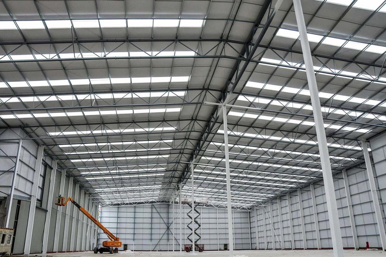 Sử dụng tấm lợp lấy sáng cho công trình nhà xưởng giúp tiết kiệm chi phí điện năng