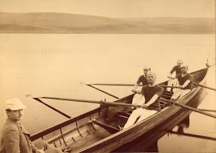 Photo: 1890. Roere - sandsynligvis fra Århus - på besøg i Mariager Fjord. Billedet indehaves af Hobro Roklub.