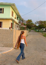 Photo: girl with long hair, cuba. Tracey Eaton photo.