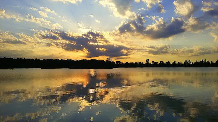 Tramonto in riva al lago  di corbellimax