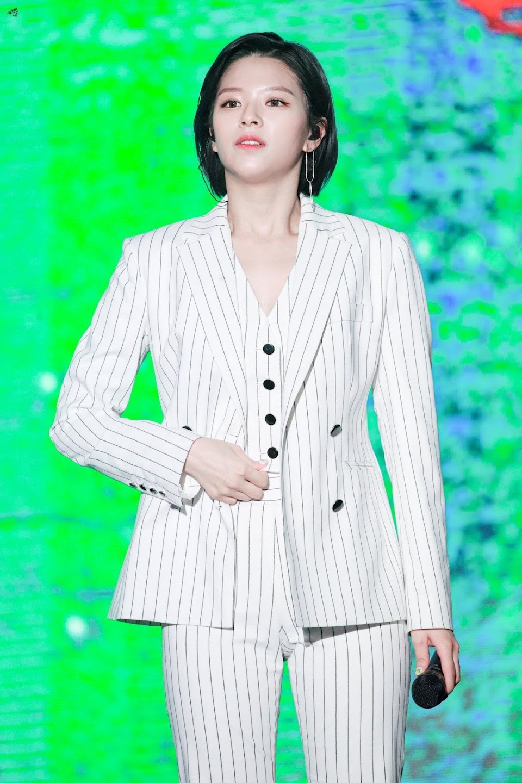 jeongyeon suit 29