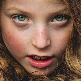 girl by Christoph Reiter - Babies & Children Child Portraits ( blonde, girl, portrait )