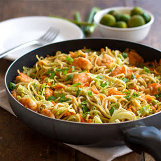 Stir Fried Noodles with Shrimp and Vegetables.