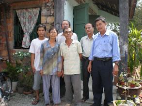 Photo: Thầy Nhàn, vợ và con trai