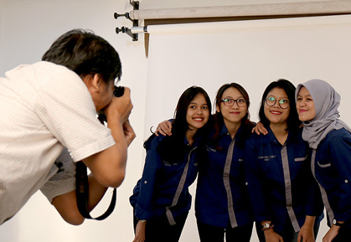 4 girls being photographed