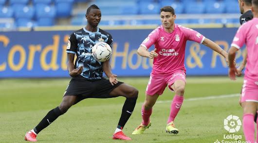 El Almería vistió de azul y negro por segunda vez esta temporada