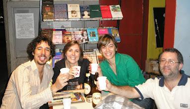 Photo: Sorridentes: Caco Pontes, yo, Fabi Faleiros e Victor del Franco