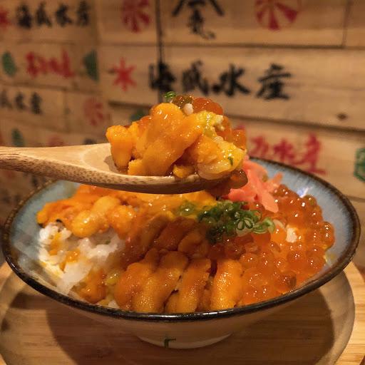 豐盛的海產料理,日式的裝潢讓人感覺真的在日本吃水產😁