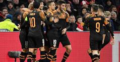 Los jugadores celebran el gol valencianista.