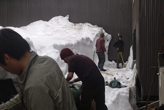 Photo: 早く着きすぎたので山小屋の仕事を手伝う