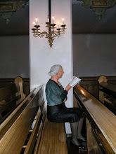 Photo: 008 Yksinäinen kirkossa kävijä