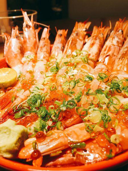 毛丼 丼飯專賣店 美食網美必經之地!十六種海鮮同時上桌,主打華麗浮誇的木桶丼飯