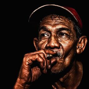 by Hamdi Aziz - People Portraits of Men ( senior citizen )