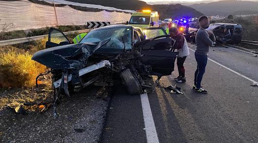 Cinco heridos en un choque de dos vehículos en Berja