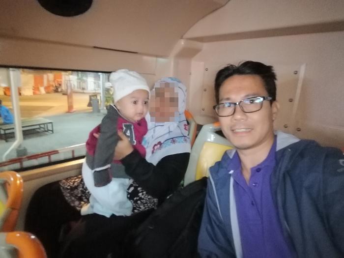 naik shuttle bas untuk ke jeti pengkalan Sultan Abdul Halim