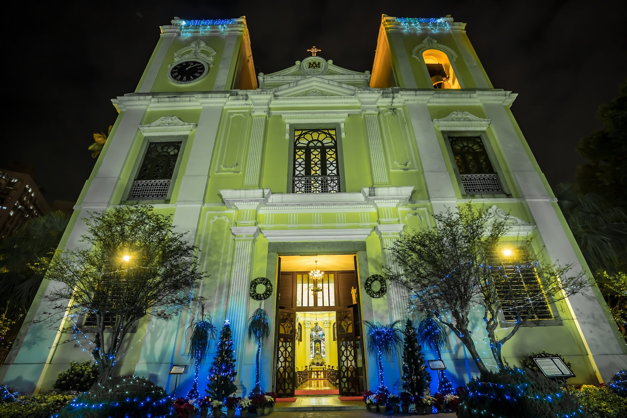 Macau St. Lawrence's Church light-up2
