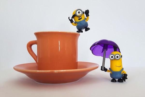 un Minion entra in un caffè..... splash di Desperate_Architect
