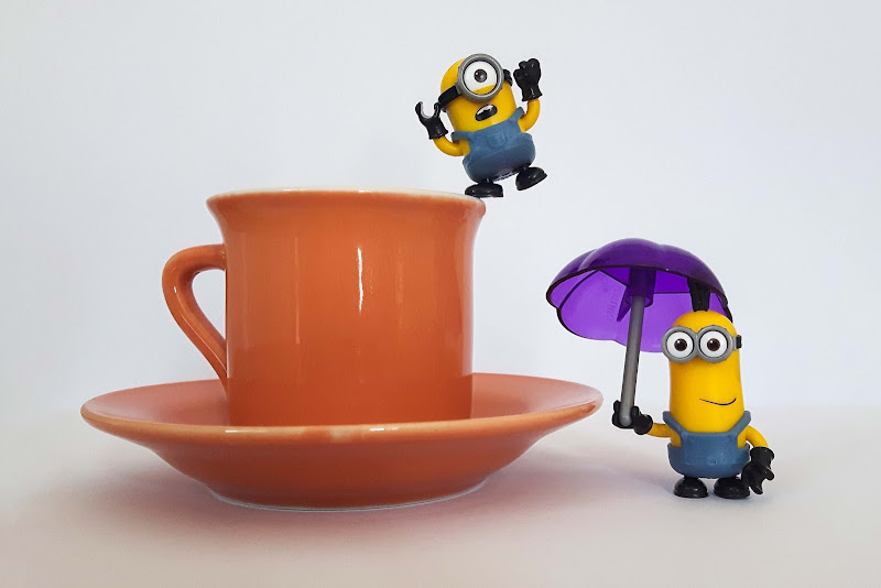 un Minion entra in un caffè..... splash di Desperate_Architect