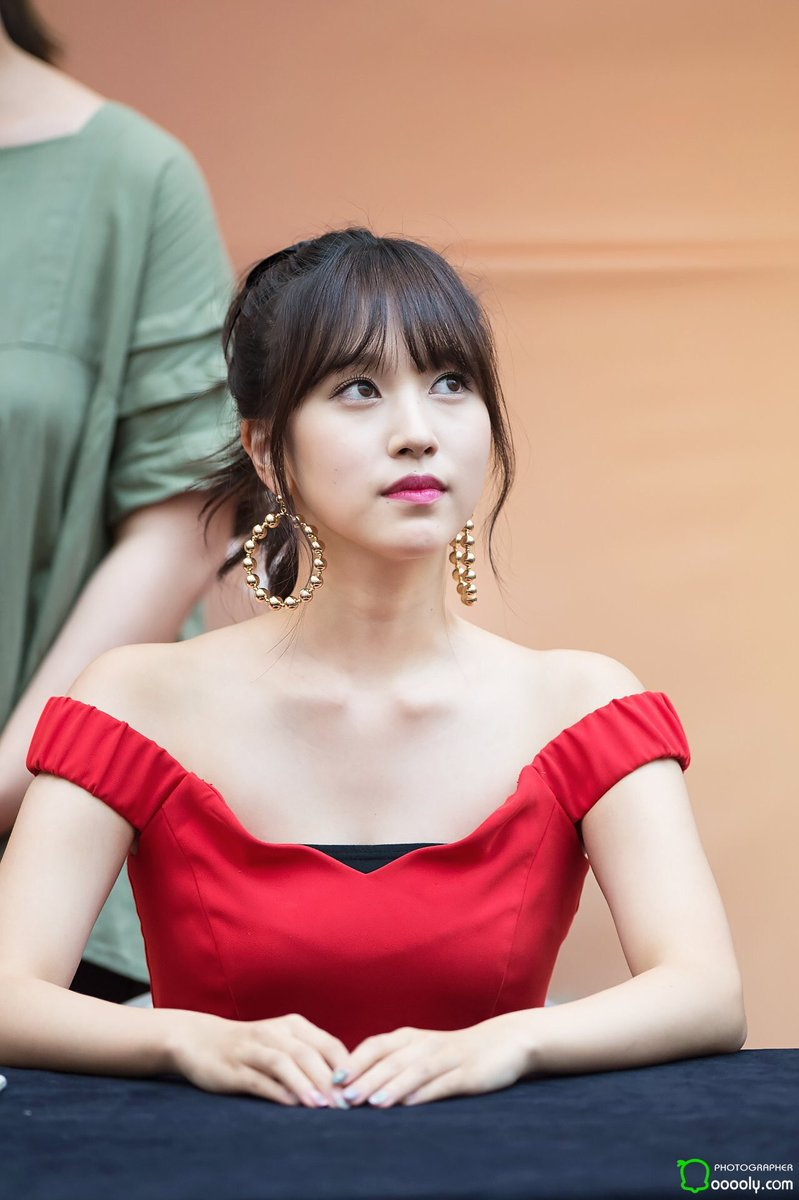 10+ Times TWICE's Mina's Elegant Beauty In Dresses Took Our Breaths Away |  KissAsian