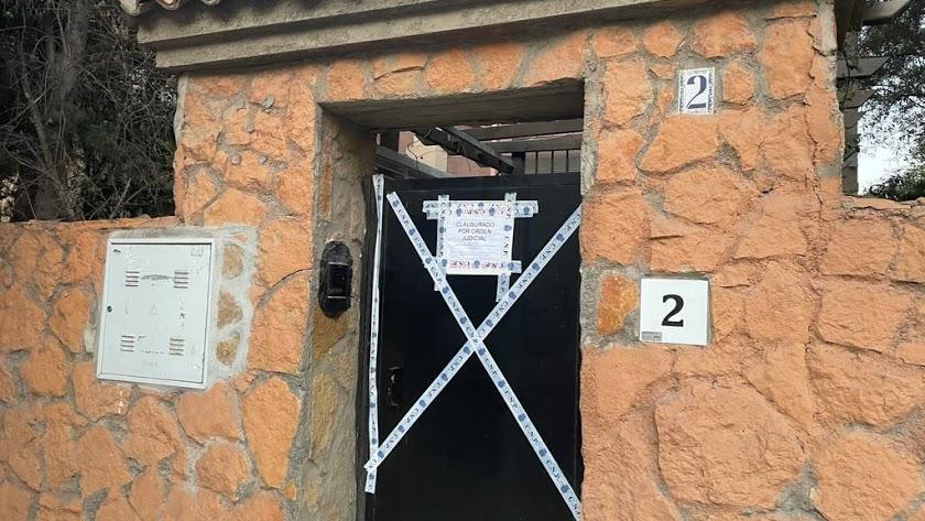 Imagen de archivo de un club clausurado en Almería capital tras el confinamiento.