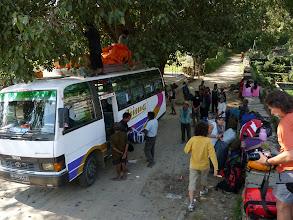 Photo: L'arrivée de notre équipe à Gorkha pour le début du trek.  L'aventure commence !
