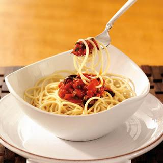 Spaghetti alle Olive e Pomodoro (Spaghetti with Olives and Tomatoes)