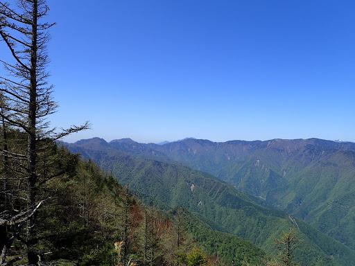 左に山伏・大谷嶺など