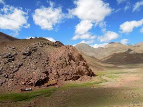 Photo: 3. den a potřetí jiná krajina. U potoka berberský obydlí