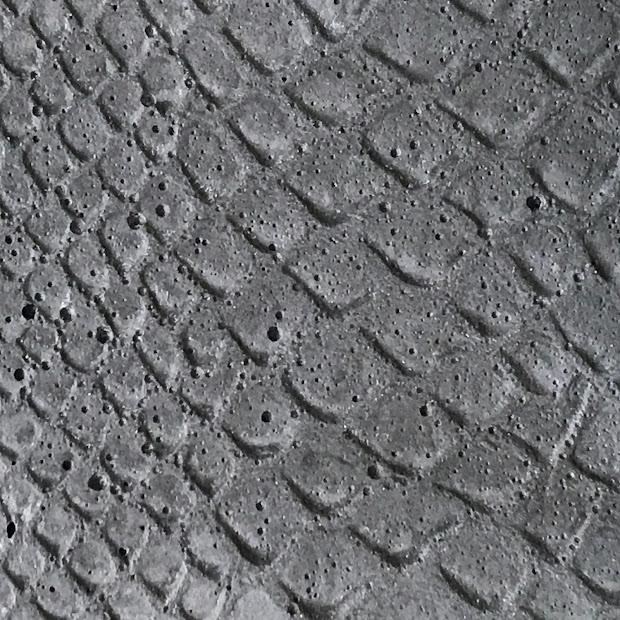 Béton noir motif croco