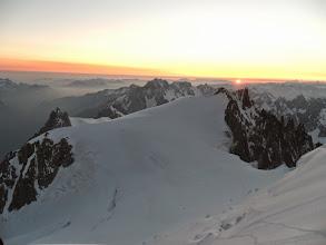 Photo: Mirando hacia atrás: el hombro del Tacul y su cima, y detrás la Aguille de Midi.
