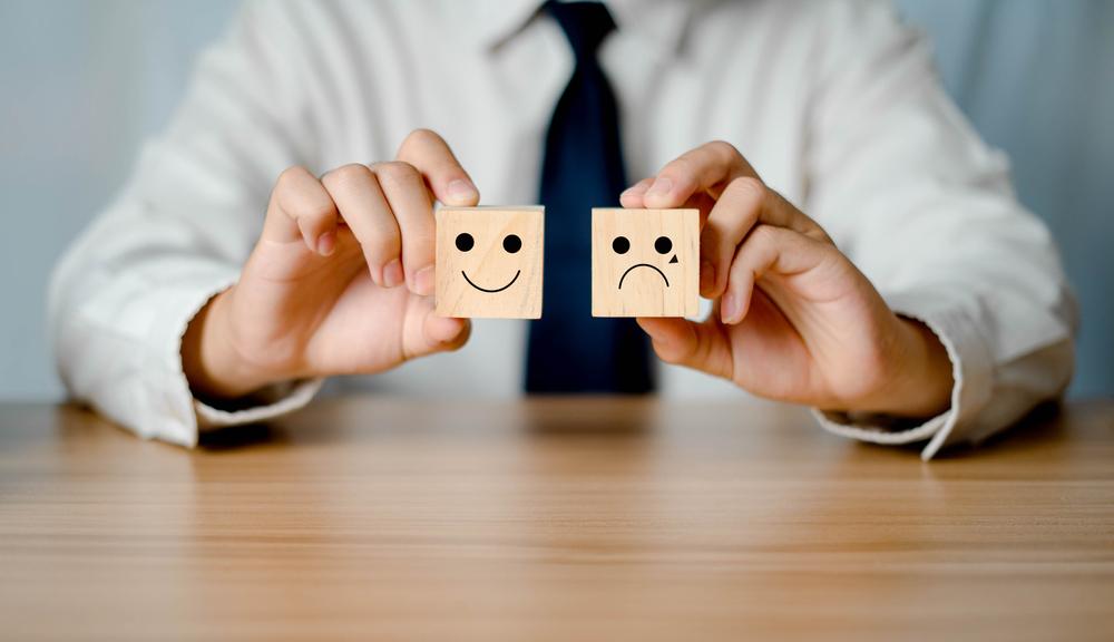 Layanan pelanggan dapat diprioritaskan untuk pelanggan lama maupun baru tergantung situasi bisnis.