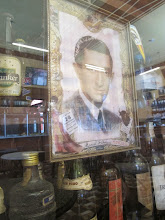 Photo: Reflejo en la vitrina Bar Restaurante Cordano Centro de Lima Mayo - 2014
