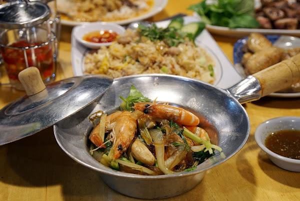 跳躍的宅男 - [花蓮]再訪米噹泰式碳烤-新菜上桌 宵夜的好選擇 新鮮烤魚與泰式烤肉必點啊