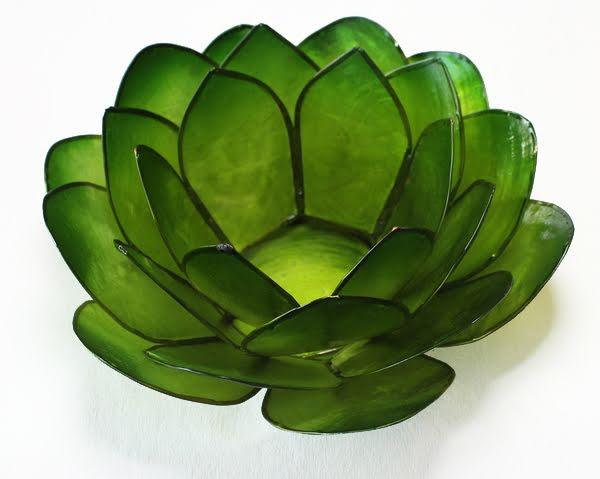 Ljuslykta, grön lotusblomma