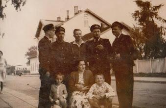 Photo: Drugi z prawej Kazimierz Aksamit. W tle budynek stacji kolejowej w Nowy Targu.  Zdjęcie udostępnione prze P.Ewe Aksamit.