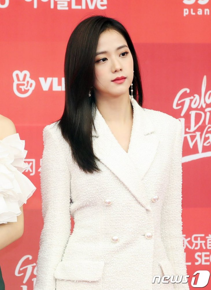 11-BLACKPINK-Jisoo-Golden-Disc-Awards-2019-Red-Carpet