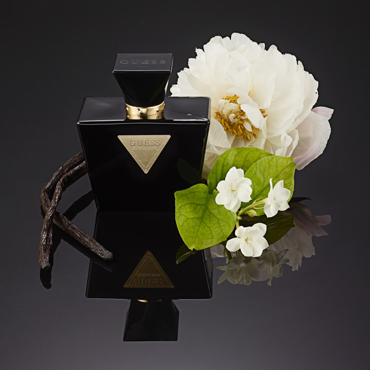 Guess Seductive Noir for women is a charming mix of floral notes including iris pallida, jasmine sambac and muguet.