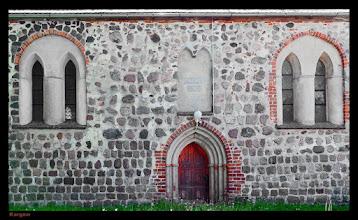 Photo: Frühgotische Feldsteinkirche aus dem beginnenden 14. Jahrhundert in dem Dorf Kargow / Müritz - Nationalpark