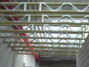 """Photo: Konstrukcja stropodachowa z belek """"posi-joists"""""""