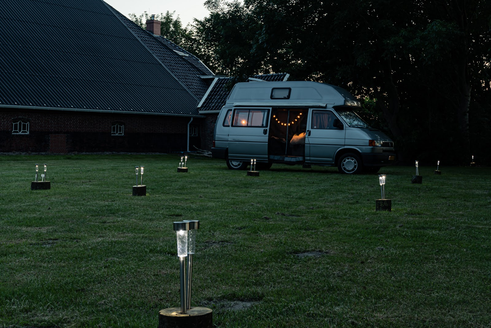 Lanterns in front camper outdoor life hacks Campspace