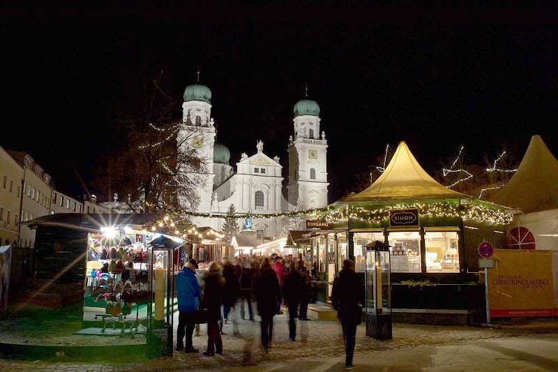 The Passau Christmas Market, or Passau Christkindlmarkt, is set in the old historic town center of Passau.