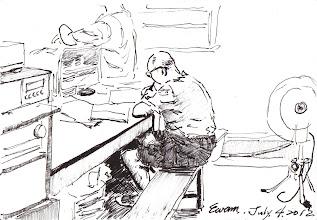 Photo: 文書雜役2012.07.04鋼筆 工場裡上百位收容人,文書業務自然也就多了,各單都會有個文書雜役負責抄抄寫寫,以幫助值勤同仁分擔煩重的書面業務,但這樣的美意有時會被誤用,幾年前我還曾看過雜役在趕的竟是同仁去上空大的作業!