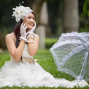 I'm alone.. by Bambang Leksmono - People Fashion