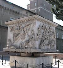 Photo: 003 Antoninus Piuksen sarkofagi Vatikaanin museon pihassa.